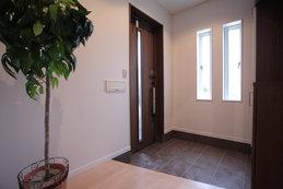 entrance(エントランス) 便利な大型のシューズボックスを設置した玄関は、広さに余裕がありゆったりとしています。