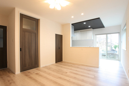 living-dining kitchen(リビングダイニングキッチン) 明るく、温かみのある優しい空間となっています。