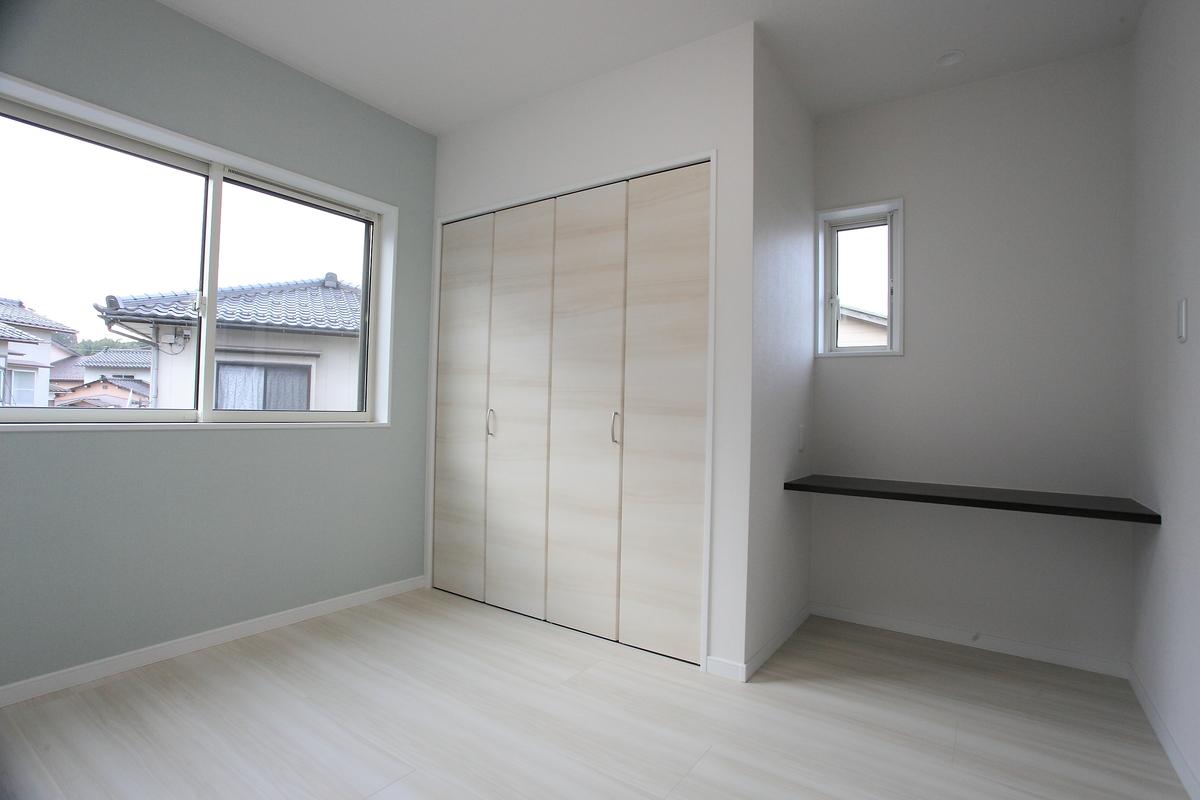 children's room(子供室) 白を基調とした優しさあふれる色合いの空間となっています。
