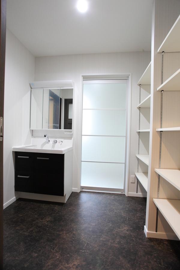 dressing room(洗面脱衣室) 使いやすさ、収納力抜群の空間になっています。