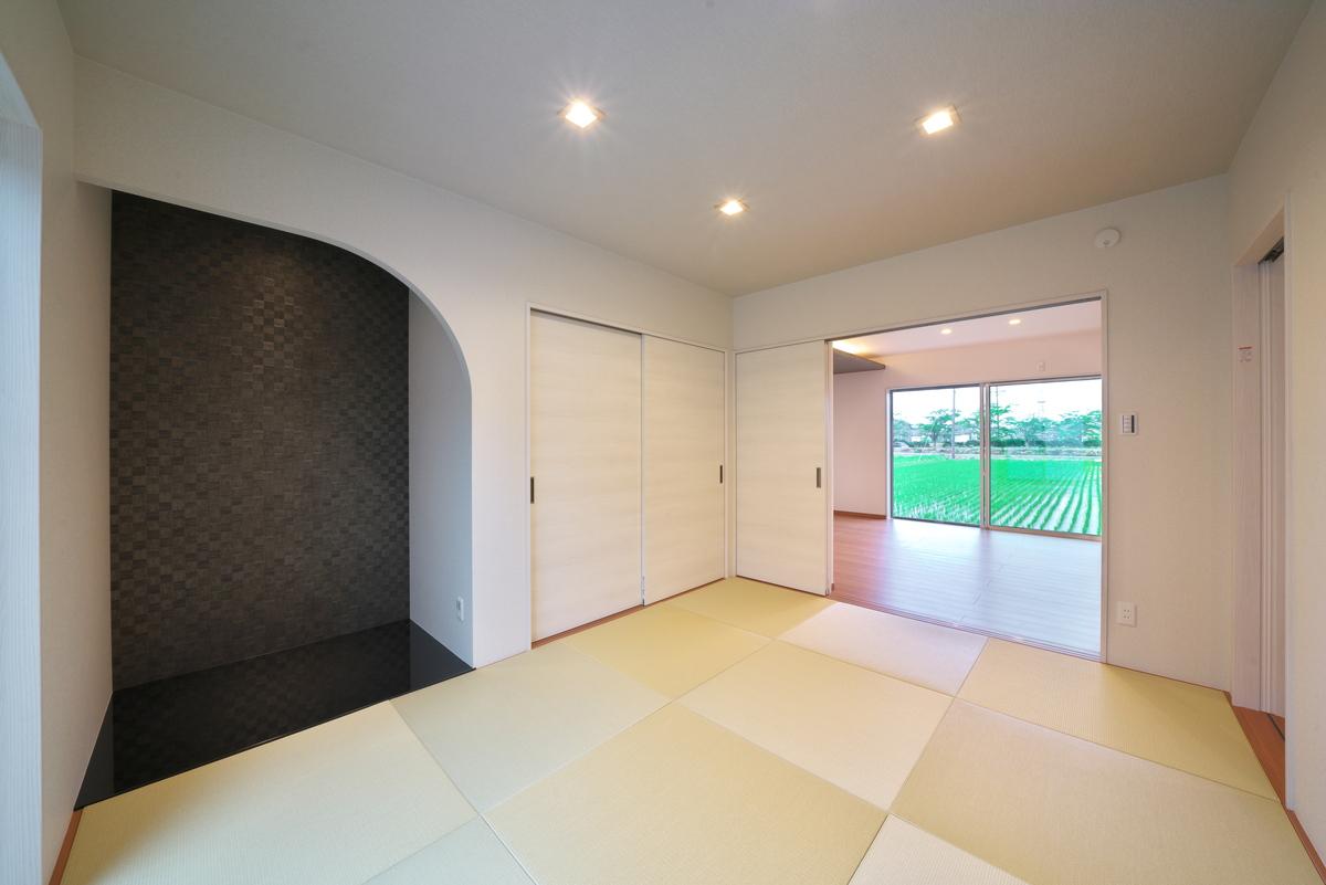 高級感のある和室。R型の床の間はモダンな雰囲気。
