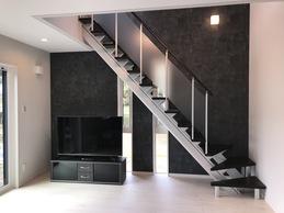 リビング階段の良いところは、自然と家族が顔を合わせる機会が多くなることです。 家族の気配を感じることができて、コミュニケーションがとれるリビングになりました。