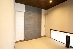 リビングに隣接する和室は、工夫を凝らしたデザインとたっぷりの収納を設けました。