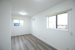 明るい子供部屋はお子様の成長に合わせてお部屋を区切ることもできます。