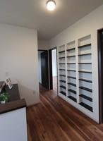 2Fホールに大容量の本棚を作りました。お気に入りの本をいつでも気軽に読むことが出来ます。