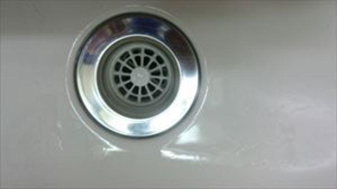 大阪市中央区でハウスクリーニングをしました。洗面化粧台の排水付近 作業後