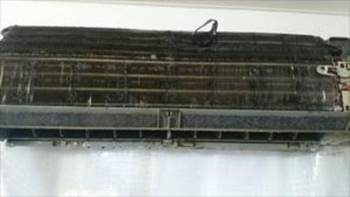 摂津市でエアコンクリーニング★ヤニ汚れ・・ 作業前