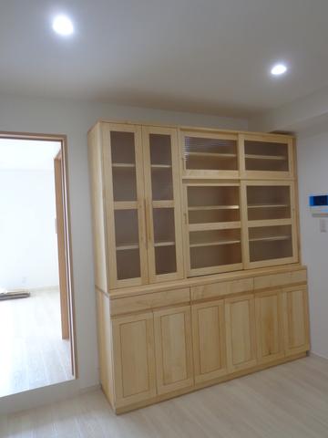 ハードメイプル材の食器棚