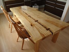 無垢板一枚テーブル04