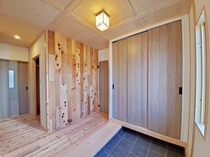 料亭のような玄関アプローチの家3