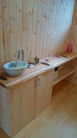木の香りに癒されるトイレ1