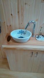 木の香りに癒されるトイレ2