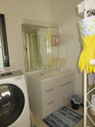 クッションフロアがアクセントの洗面所リフォーム施工前
