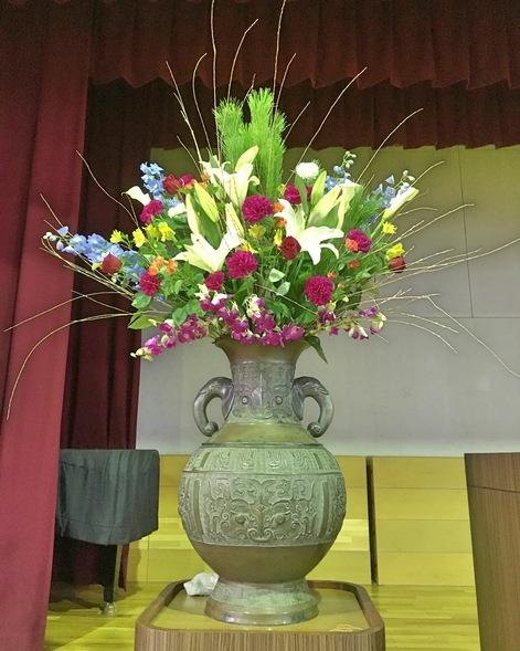 成人式 壇上花 / 生け込み